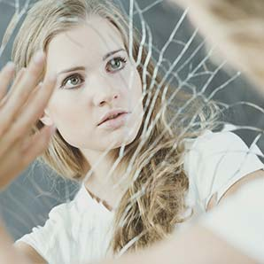 Woman looking at the mirror. Disordered eating and body image treatment Los Angeles, CA.